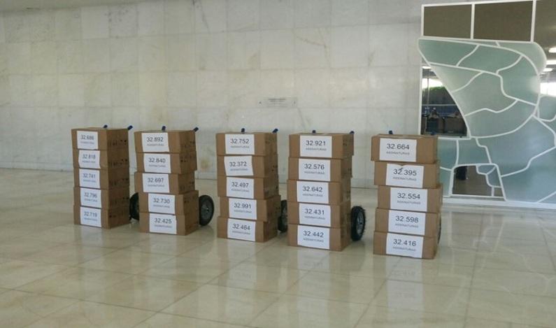 Uber leva ao Senado mais de 800 mil assinaturas contrárias ao PL 28