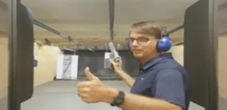 Bolsonaro defende comércio de pistola .50 para evitar condenação de policiais