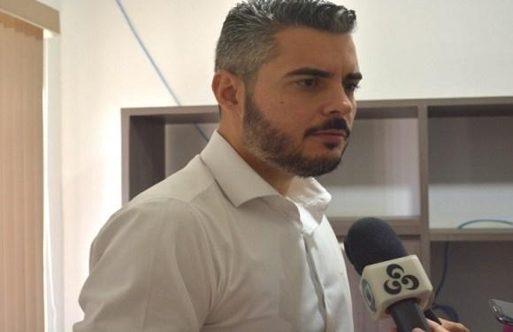 Prefeito de Ariquemes (RO) anuncia afastamento do cargo para tratar de assuntos particulares