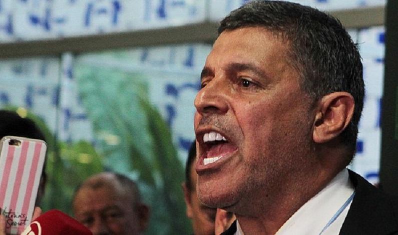 Justiça manda Alexandre Frota e MBL apagarem posts ofensivos a Caetano e Paula Lavigne
