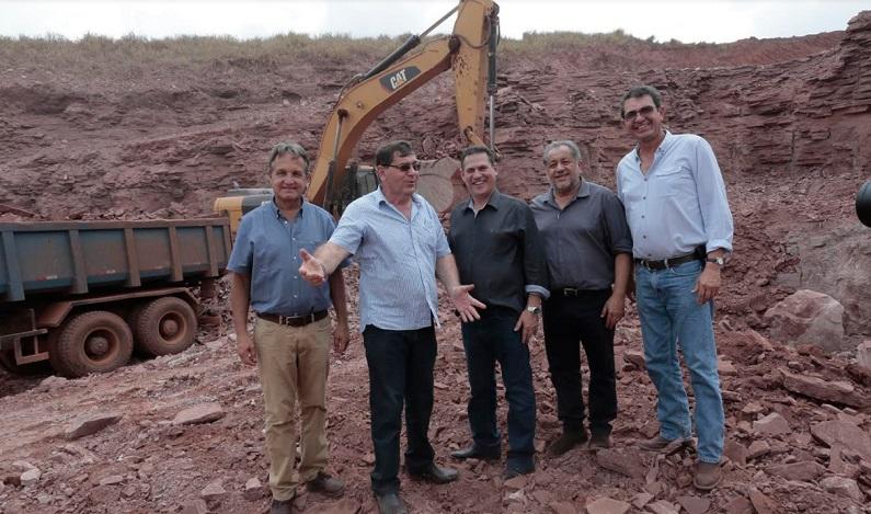 Em visita a usina de calcário, Maurão destaca importância do minério para aumento da produtividade