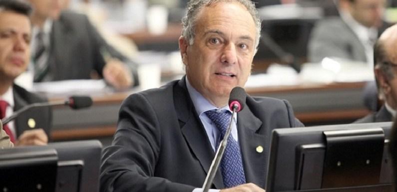 Tucanos decidem nesta quinta se destituem Bonifácio de Andrada da CCJ