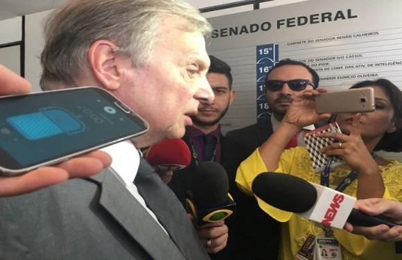 Presidente interino do PSDB defende que Aécio renuncie à presidência do partido