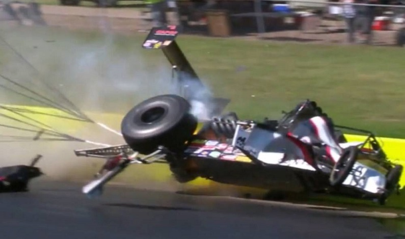 Piloto escapa ileso de batida a quase 500 km/h; vídeo