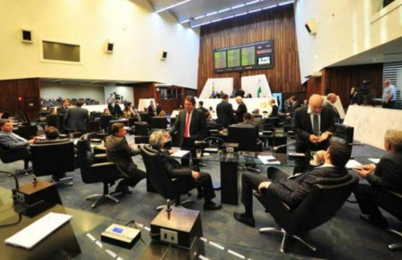 No PR, Justiça bloqueia bens de dois deputados estaduais por gastos irregulares