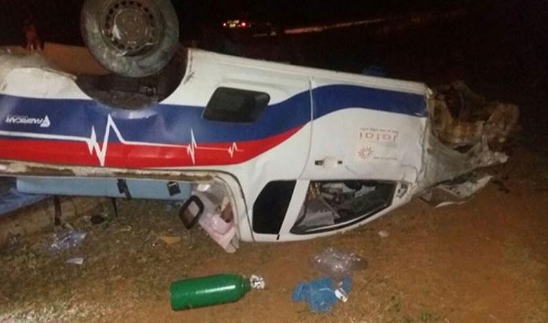 Ambulância capota, idoso morre e motorista se nega a soprar bafômetro