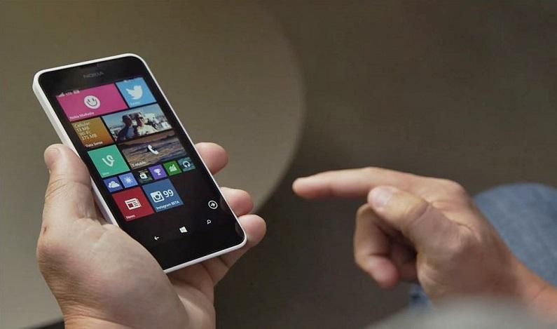 Cidade do interior de SP proíbe servidores da saúde de usar celular durante o expediente