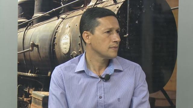 Prefeito de Guajará teria liberado trator para limpar terreno de ouvidora do município