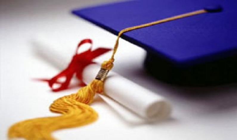 PEC prevê que aluno arque com os custos de curso superior em universidade pública
