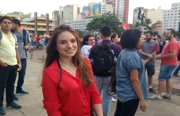 Ex-namorada de filho de Bolsonaro participa de ato pró-Lula em BH