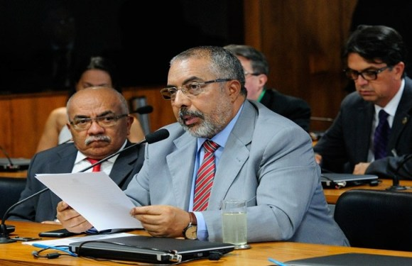 Ministro é convidado a explicar portaria sobre trabalho escravo