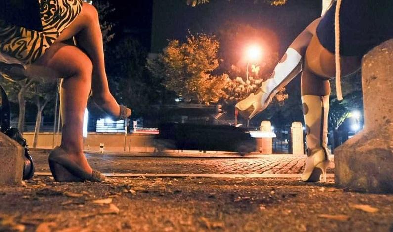 PMs são suspeitos de agredir travestis em bairro nobre de SP