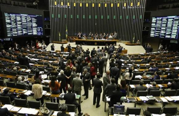 CCJ aprova PEC com eleições diretas em caso de vacância da Presidência