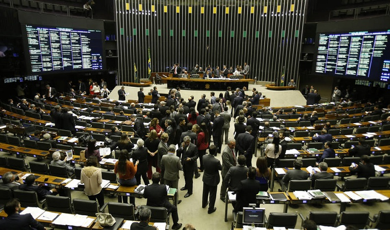 Câmara vai encerrar o ano com votação de projeto polêmico