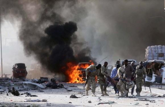 Na Somália, 276 morrem em atentado com caminhões-bomba