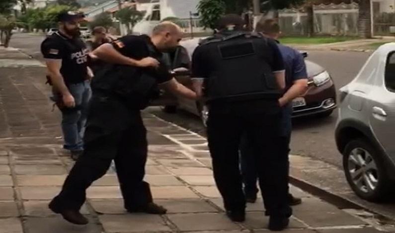 Vereador de Novo Hamburgo (RS) é preso por porte de arma e suspeita de envolvimento em 4 homicídios