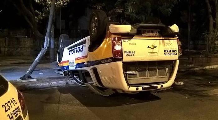 Motorista de BMW com suspeita de embriaguez bate em viatura e fere dois PMs em BH