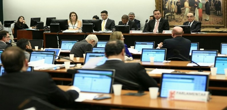 CCJ da Câmara aprova PEC que pode acabar com foro privilegiado