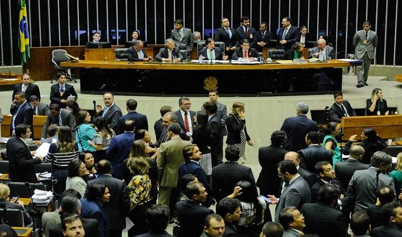 Comissão mista do Congresso começa a votar orçamento para 2018