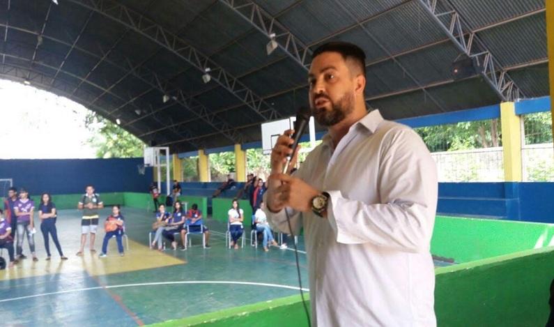 Deputado Léo Moraes visita Escola Estadual 4 de Janeiro e intercede por melhorias na instituição