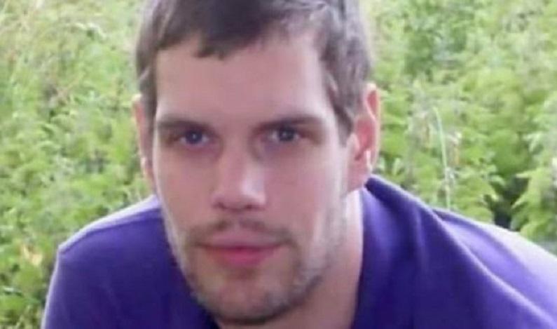 Vítima de ataque de ácido, homem paralisado acusa ex-namorada soletrando seu nome com a língua
