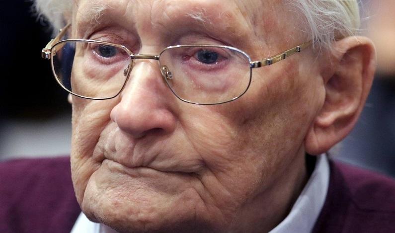 Tribunal alemão determina que ex-contador de Auschwitz de 96 anos pode ser preso