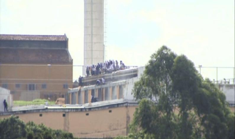 Polícia suspende negociação com presos em rebelião na Penitenciária de Cascavel
