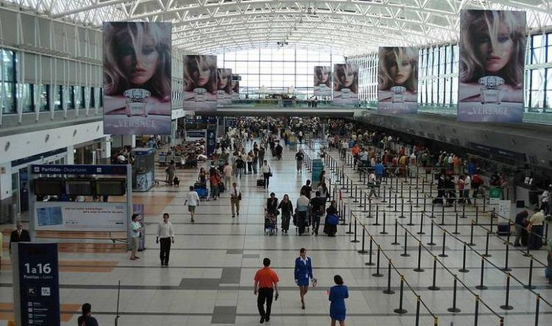 Aeroporto argentino terá comunicação em português, aceitará real e servirá pão de queijo