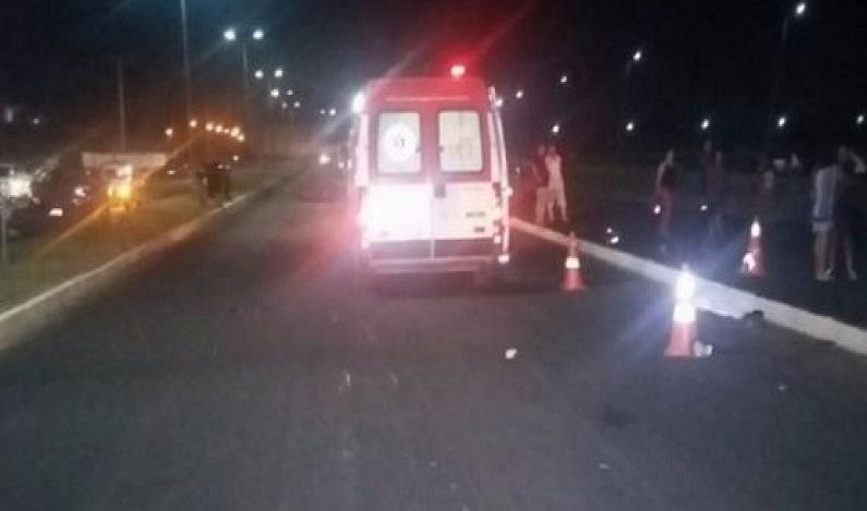 Após surtar, mulher pula de ambulância em movimento e morre em MT