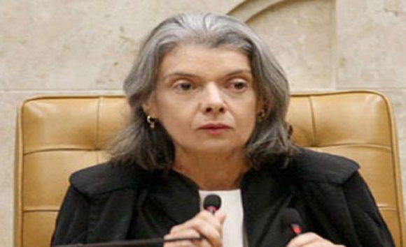 Juízes e membros do MP pedem a Cármen Lúcia reajuste salarial