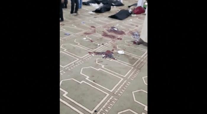 Atentado em mesquita do Egito deixa ao menos 235 mortos; veja vídeo