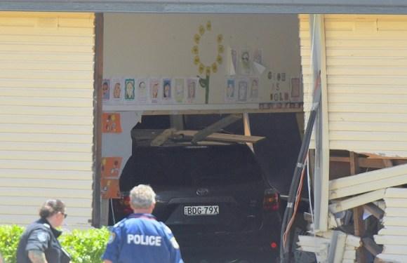 Carro invade sala de aula na Austrália e mata duas crianças
