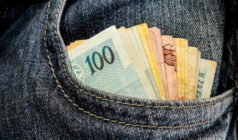 Três policiais civis são presos em flagrante por negociar suborno de R$ 46,7 mil