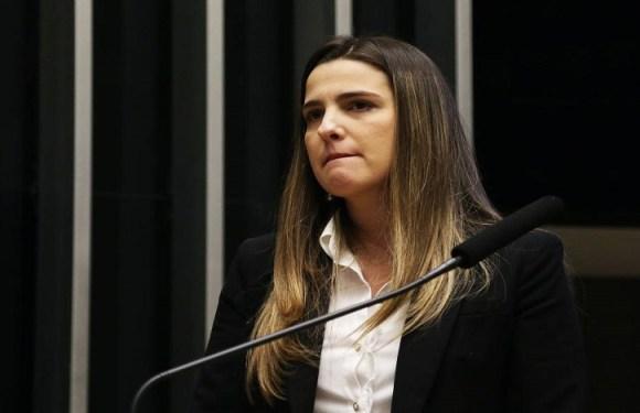 Greve de fome de Garotinho é para pessoas 'refletirem', diz filha