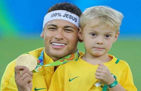 Justiça de SP condena Neymar a pagar médico por parto do filho