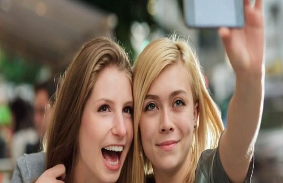 Obsessão por tirar selfies pode ser considerado transtorno mental, diz estudo