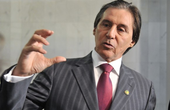 """""""Entre os 'Parentes' e os consumidores, eu vou ficar com os consumidores"""", diz Eunício Oliveira sobre alta dos combustíveis"""