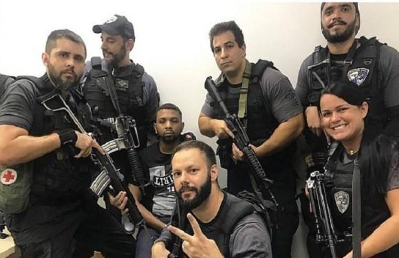 Após prisão, policiais tiram selfies sorrindo com o traficante Rogério 157