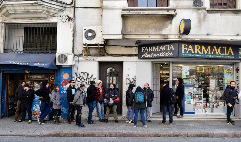 Venda legal de maconha no Uruguai emperra por excesso de demanda e restrição bancária