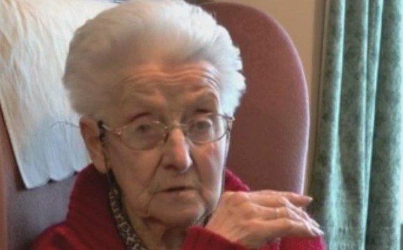 Desconhecidos lotam funeral de idosa que morreu sozinha