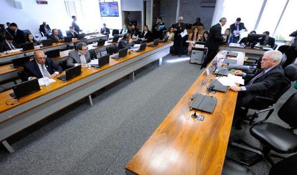 Novas regras para planos de TV, telefone e internet podem ser votadas na CCT