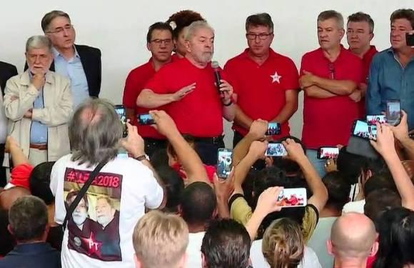 Lula discursa no ABC em ato público