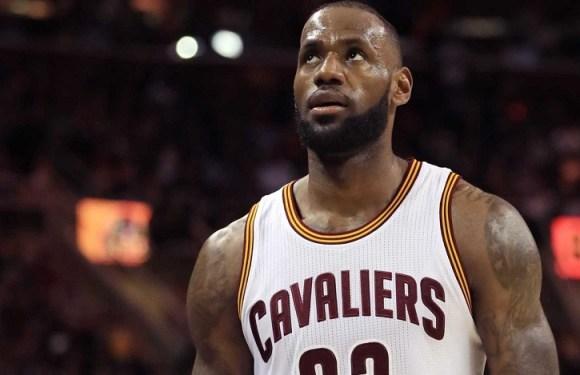 LeBron cogita negociar com Warriors na próxima temporada, diz TV