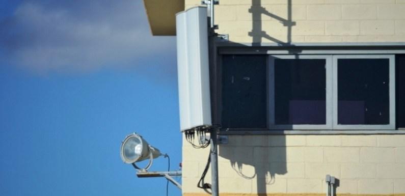 Senado aprova projeto que garante recursos para bloqueadores de celular em presídios