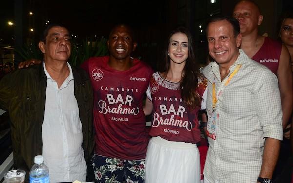 Zeca Pagodinho se irrita, e tira foto à contragosto com Doria no Anhembi