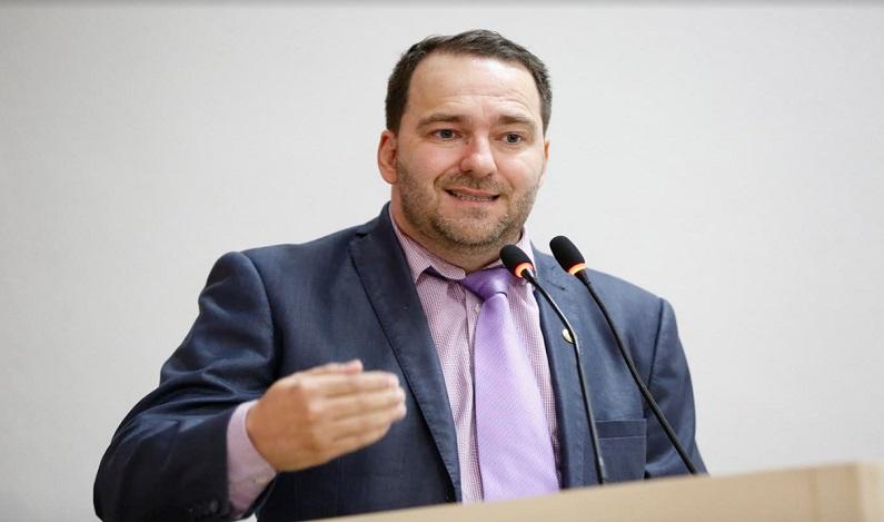 Alex Redano repudia criação de reservas florestais pelo Executivo