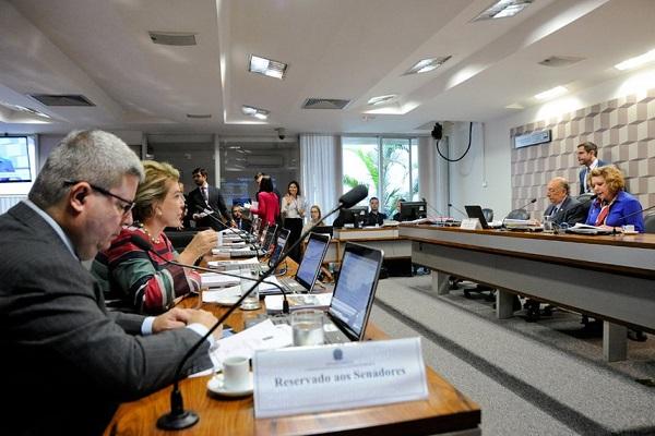 Comissão analisa o direito de faltar aula ou prova por motivo religioso