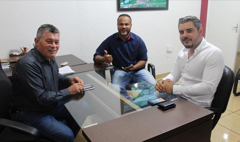 O deputado Edson Martins destina R$200 mil para reforma do estacionamento da Feira Municipal de Ariquemes
