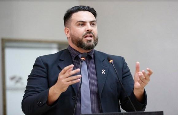 Léo Moraes requer Voto de Louvor a familiares de Maurício Calixto da Cruz