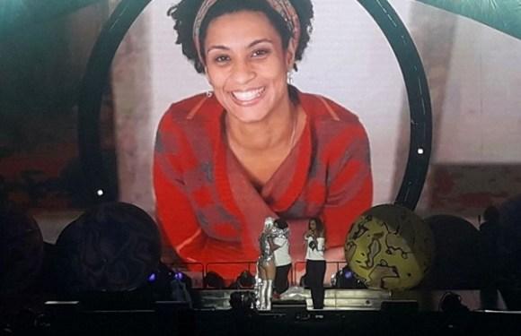 Em show no RJ, Katy Perry faz homenagem à Marielle Franco; vídeo
